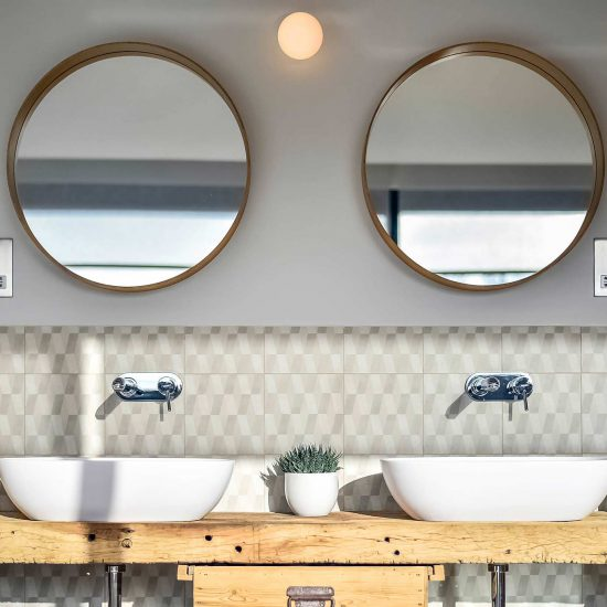 mirror-bathroom-lifestyle-image